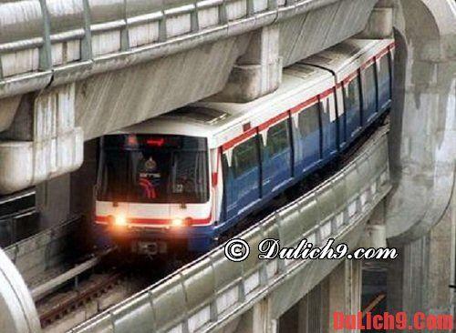 Tàu hòa là  phương tiện đi lại giá rẻ khi du lịch Bangkok