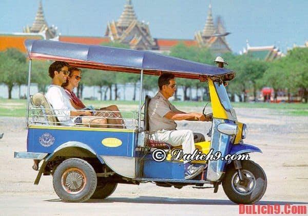 Tuk-tuk là  phương tiện đi lại giá rẻ khi du lịch Bangkok
