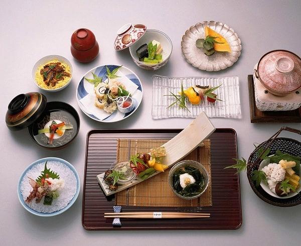 Du lịch Nhật Bản thử ăn bữa cơm truyền thống: Nhật Bản có đặc sản gì nổi tiếng?