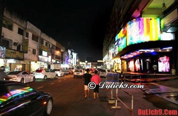Không nên đi lại đêm khuya khi du lịch Malaysia
