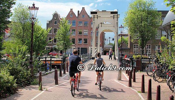 Kinh nghiệm du lịch Amsterdam tự túc, giá rẻ: Địa điểm tham quan ở Amsterdam/ Đi đâu, chơi gì khi du lịch Amsterdam?