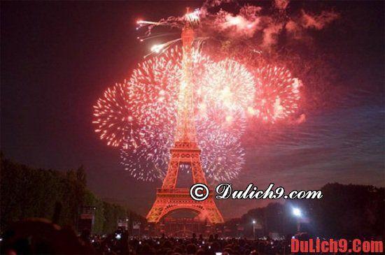 Xem hòa nhạc trước tháp Eiffel