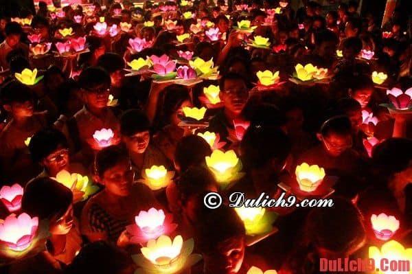 Xem thả đèn hoa đăng. Địa điểm chơi trung thu ở Hà Nội và Sài Gòn nổi tiếng, hấp dẫn nhất