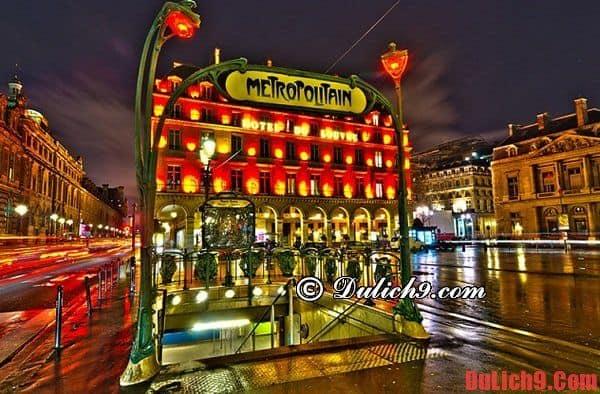 Bí quyết tránh lạc đường khi du lịch Paris cực hay: Đánh dấu và chụp ảnh lại những ga metro và biển chỉ dẫn ở ga