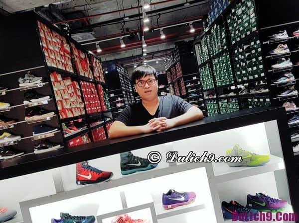 Cửa hàng giày độc đáo, hấp dẫn nên tới khi du lịch Singapore tự túc