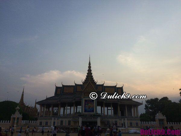 Hoàng hôn ở Cung Điện Hoàng Gia Campuchia