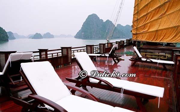 Có nên cho bé đi tour du thuyền & ngủ đêm trên vịnh Hạ Long?