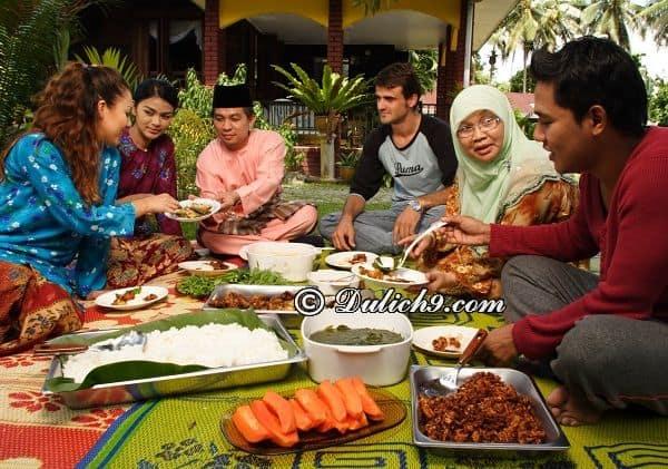 Hướng dẫn du lịch Malaysia 4 ngày chi tiết: Kinh nghiệm ăn uống khi du lịch Malaysia