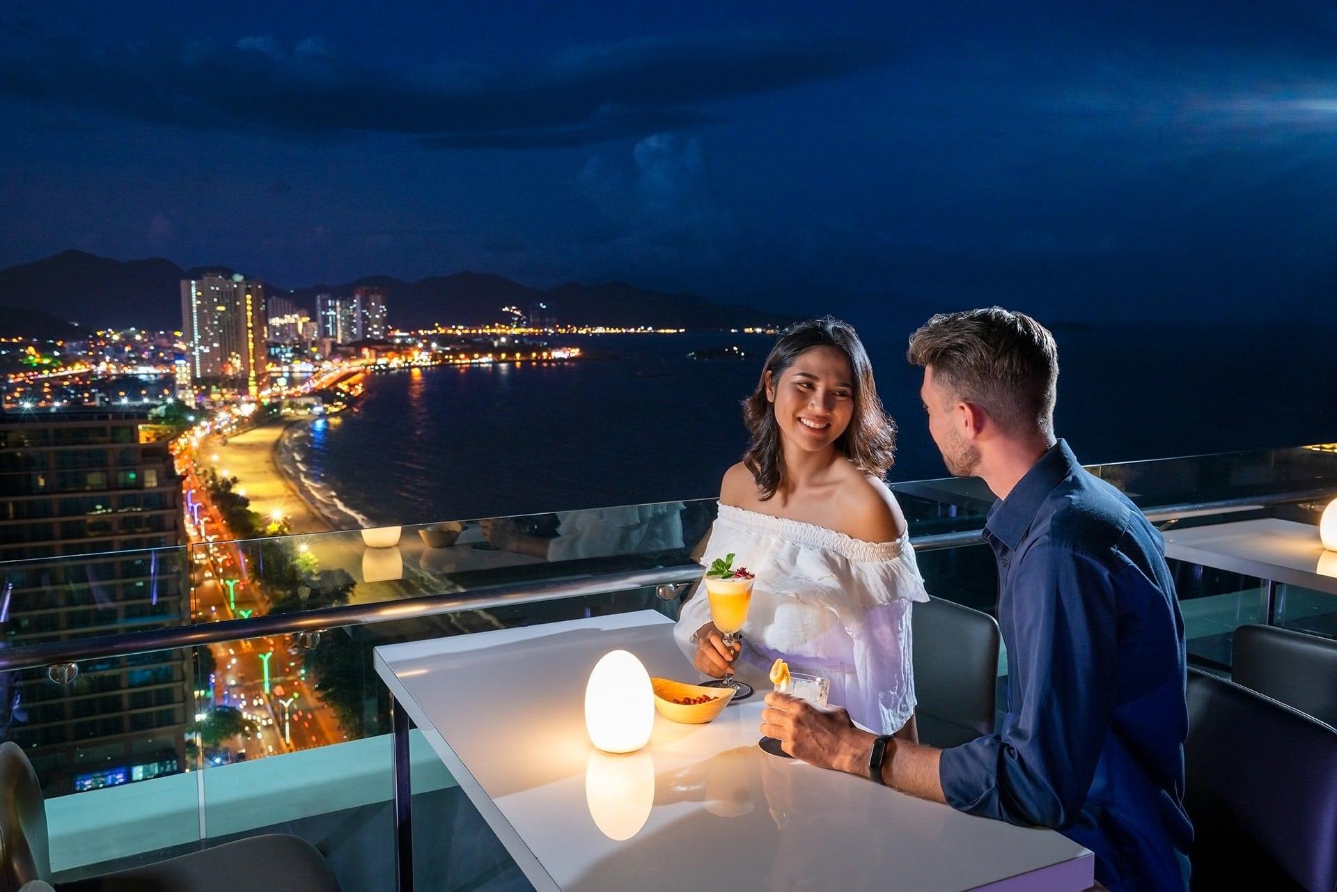 Du lịch Nha Trang nên đi chơi, ngắm cảnh đẹp ở đâu vào buổi tối: Địa điểm ngắm toàn cảnh thành phố Nha Trang về đêm