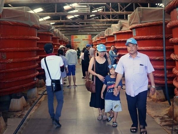 Kinh nghiệm du lịch Phú Quốc. Tham quan cơ sở sản xuất nước mắm