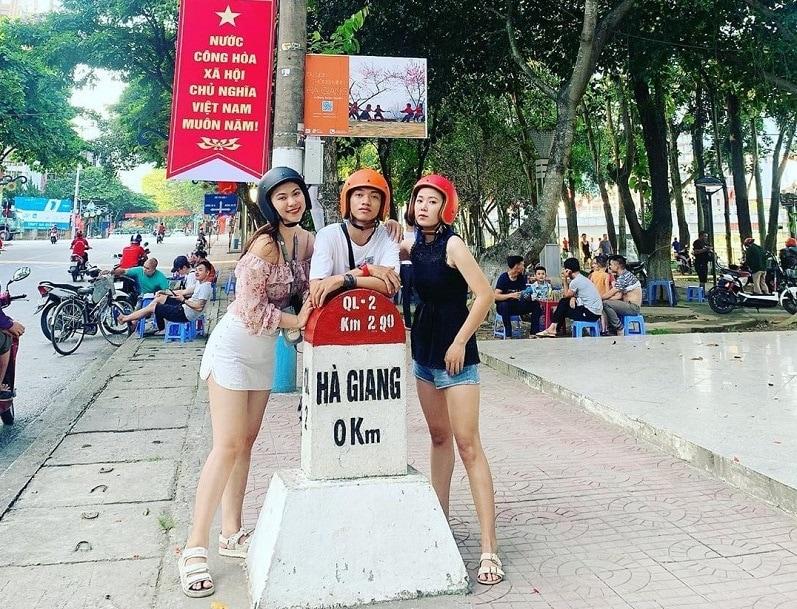 Địa điểm du lịch nổi tiếng ở Hà Giang, cột mốc số 0