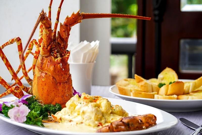 Quán hải sản ngon ở Huế nổi tiếng, hút khách