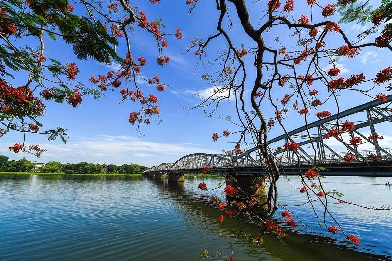 Cảnh đẹp nổi tiếng ở Huế thu hút du khách tham quan
