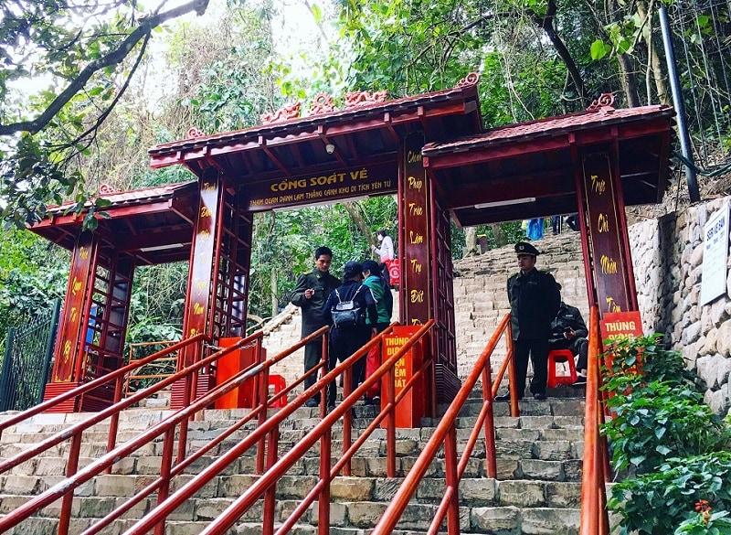 Kinh nghiệm du lịch Yên Tử 1 ngày, cổng vào khu di tích Yên Tử