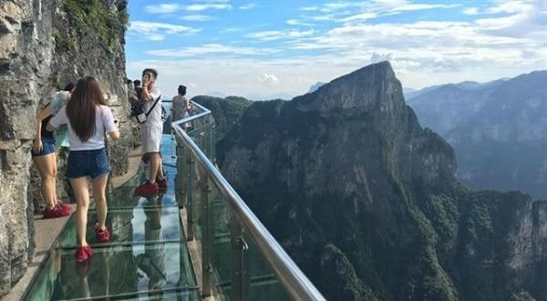 Hình ảnh cây cầu kính nổi tiếng ở Trung Quốc