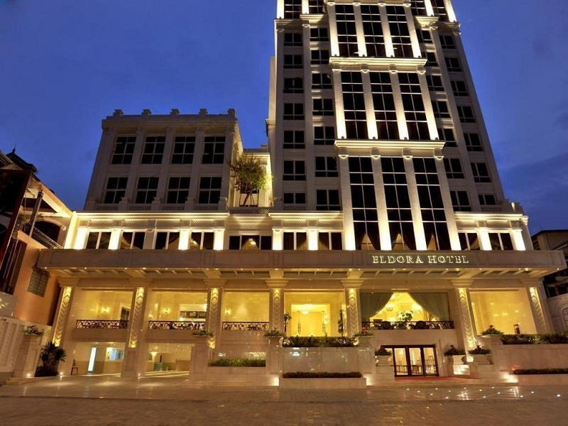 Khách sạn có vị trí đẹp, thuận tiện đi lại gần sông Hương