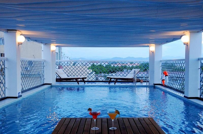 Khách sạn gần sông Hương phòng đẹp, dịch vụ tốt