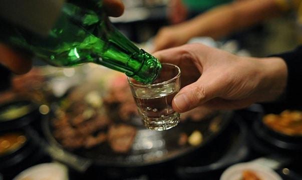 Nguy cơ ngộ độc rượu truyền thống Arak
