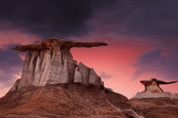 """Kỳ lạ sa mạc ở Mexico có những tảng đá được """"đội mũ"""""""