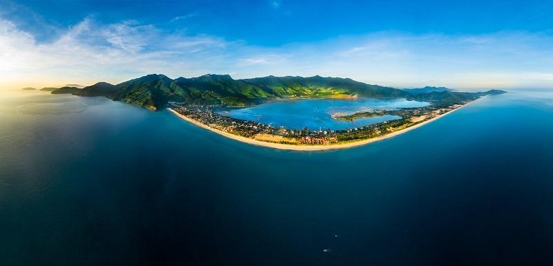 Đèo Hải Vân - vịnh Lăng Cô