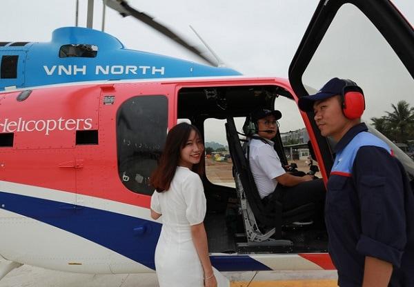 Kinh nghiệm đi trực thăng Tuần Châu, Nhân viên hướng dẫn hành khách lên máy bay