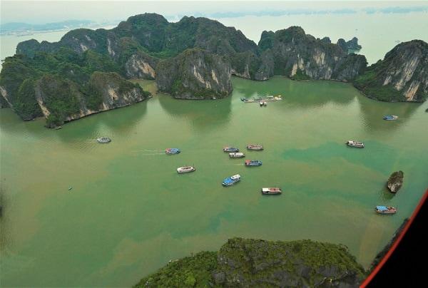 Ngắm vịnh Hạ Long bằng trực thăng, Khung cảnh vịnh Hạ Long qua cabin của trực thăng Tuần Châu