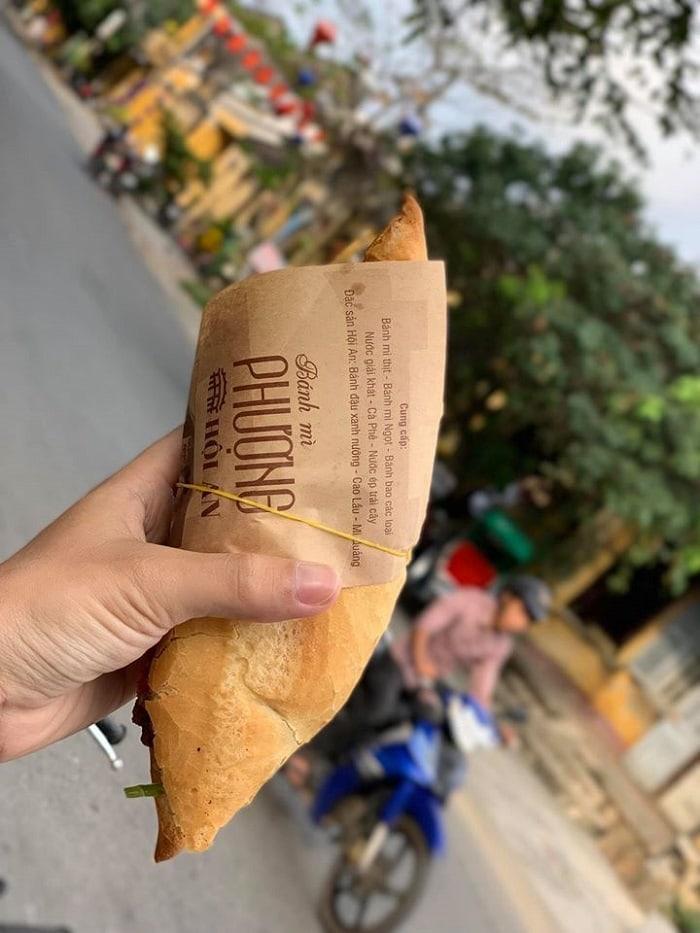 Ăn gì ở phố cổ Hội An? Bánh mỳ Hội An