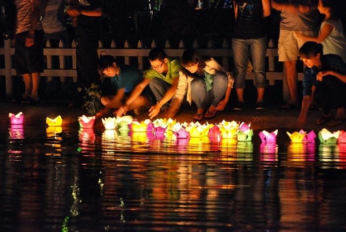 Du lịch phố cổ Hội An, thả đèn hoa đăng ở Hội An
