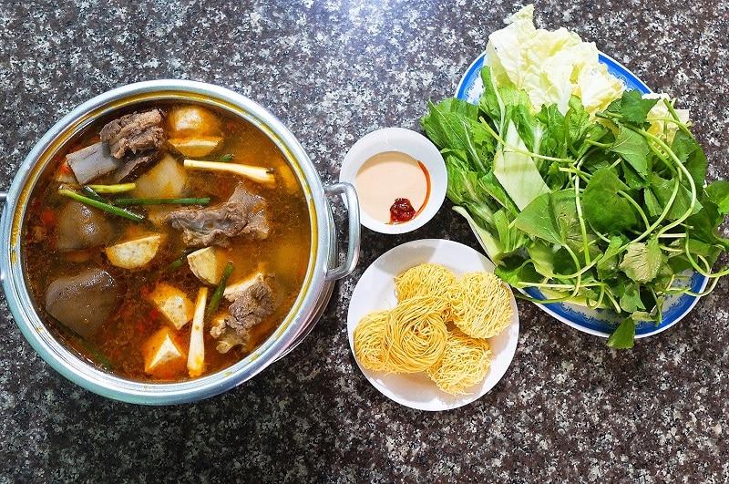 Lẩu bò Khu Ba Toa - Quán Gỗ - quán ăn khuya ở Đà Lạt