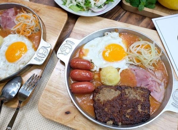 Top 10 quán ăn ngon nhất Hà Nội, bánh mỳ chảo Cột Điện Quán