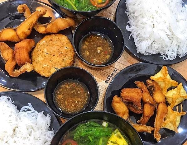 Quán ăn ngon Hà Nội, bún cá chấm CCG